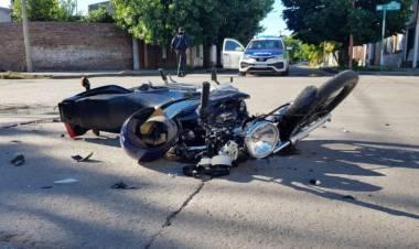 Un motociclista sufrió un fuerte golpe en la cabeza