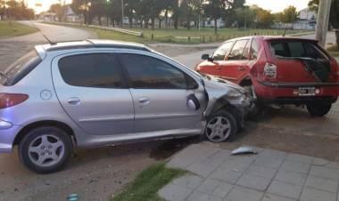 Ciudad Atlántida: Chocó contra un vehículo estacionado